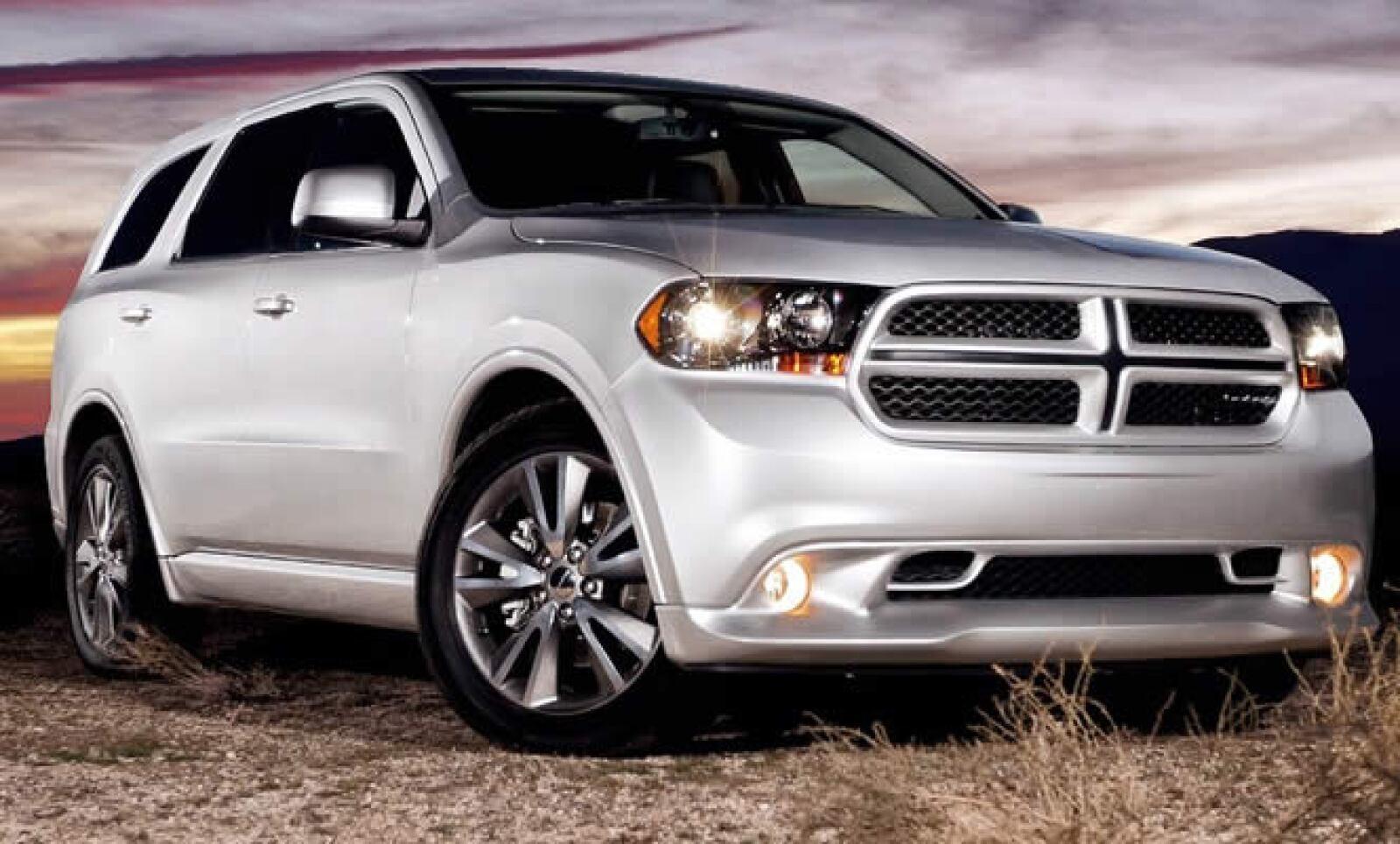 La nueva Durango posee un motor de 5.7 litros, capaz de ofrecer 360 caballos de fuerza, 25 más que su versión anterior. Estará disponible en el mes de abril en EU, por 35,465 dólares.