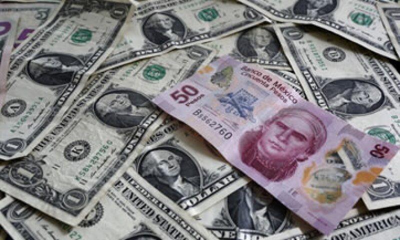 El dólar a la venta en ventanilla cerró el lunes en 17.31 pesos.(Foto: Reuters )