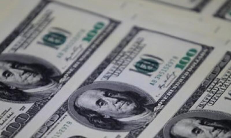 En ventanillas de bancos y casas de cambio, el peso operaba en 11.94 por dólar a la compra y en 12.44 pesos a la venta. (Foto: Reuters)