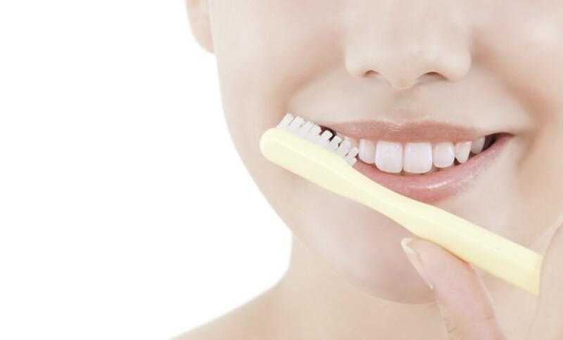 Exfoliar es el primer paso para lograr labios perfectos.
