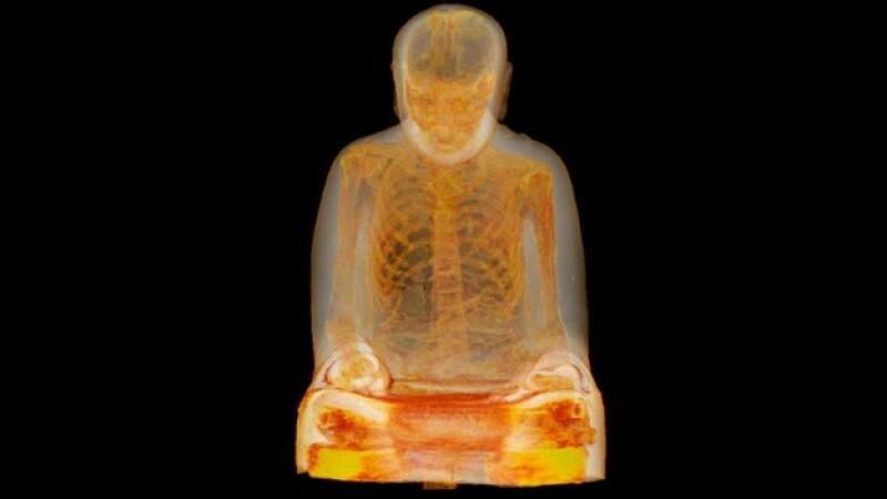 monje momificado en estatua budista