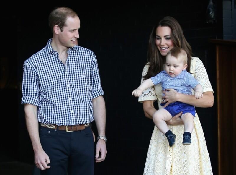 Los Duques de Cambridge acudieron al servicio religioso de pascua para después disfrutar con su primogénito de una divertida visita al zoológico en Sidney.
