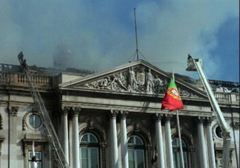 Los banqueros portugueses han pedido al gobierno que solicite a Europa un crédito puente de por lo menos 10,000 mde. (Foto: AP)