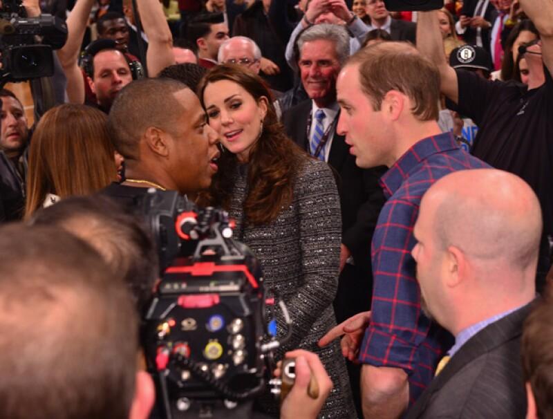 En un breve momento del partido, Beyoncé y Jay Z se acercaron a los duques para saludarlos.