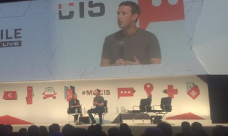 El creador de Facebook busca trabajar con operadores móviles para dar internet gratuito (Foto: Francisco Rubio)