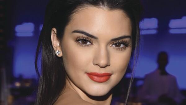 Kendall no perdió la oportunidad de disfrazarse de su tío Karl Lagerfeld.