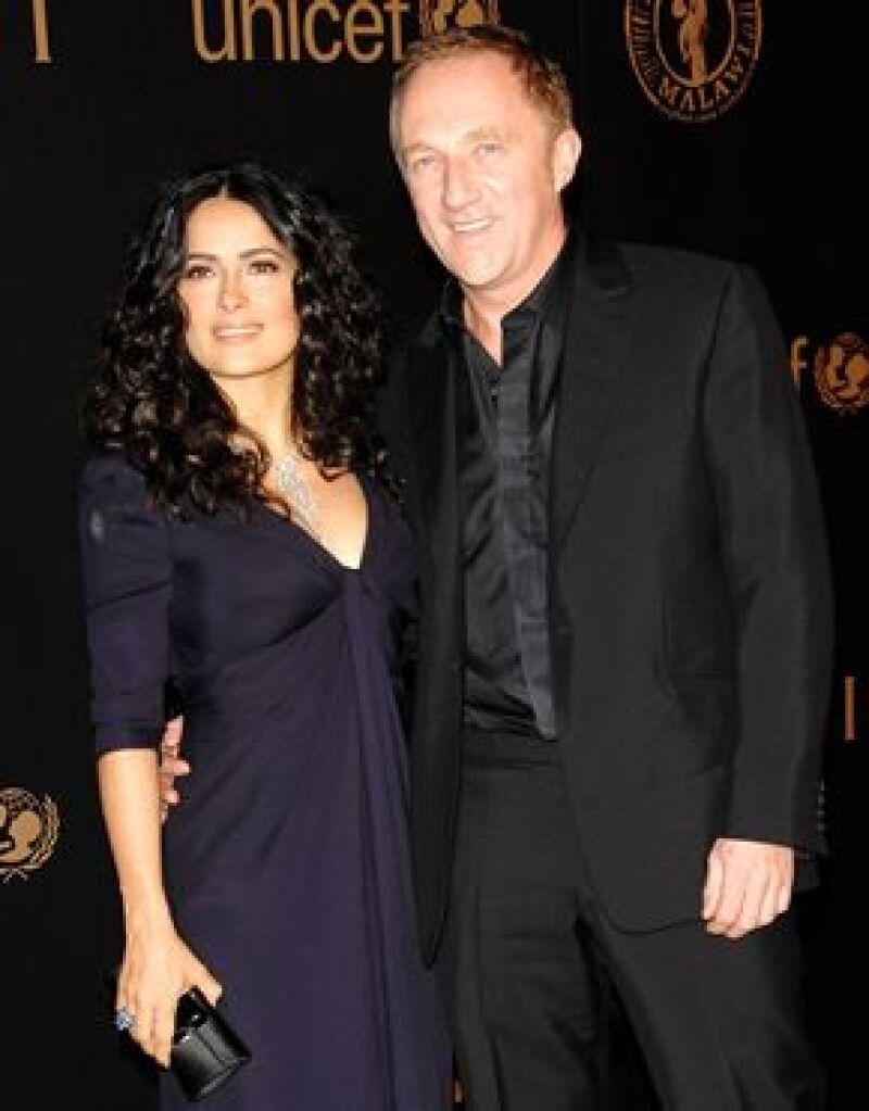 La actriz y el empresario asistieron juntos a un desfile de modas en París, ambos lucían contentos y amistosos.