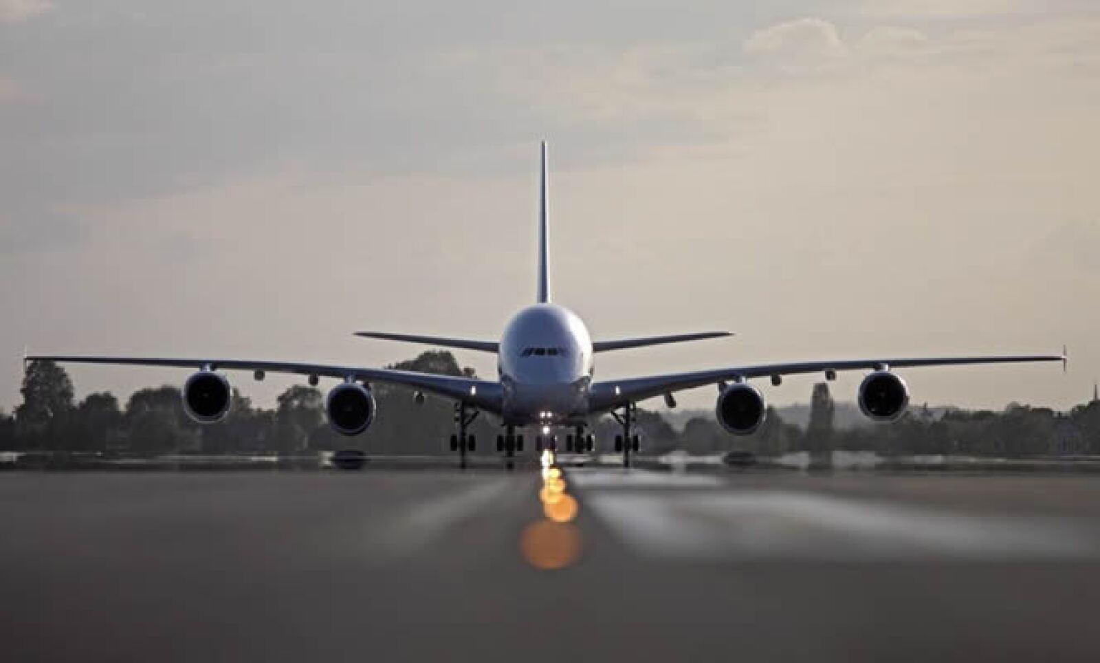 Para recibir al Aire France, las pistas deben tener una anchura mínima de 45 metros y los 538 pasajeros deben embarcar cómodamente en un avión de 2 niveles.