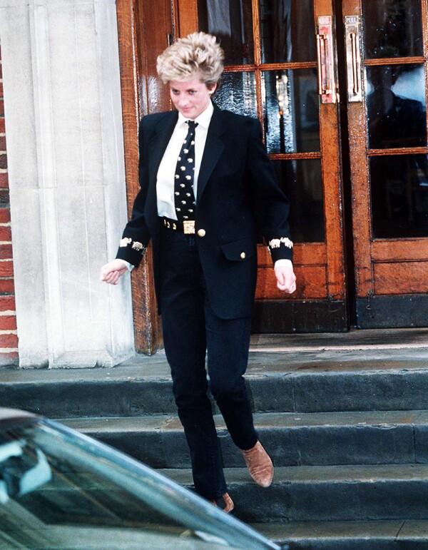PRINCESS DIANA LEAVING ST MARYS HOSPITAL, PADDINGTON, LONDON, BRITAIN - 1994