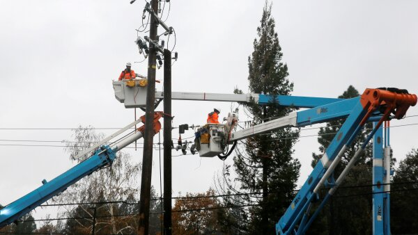 FILE PHOTO: PG&E crew work on power lines to repair damage caused by the Camp Fire in Paradise,