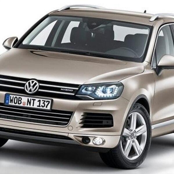 La automotriz alemana continúa con las sorpresas de cierre de año y suma al catálogo nacional la Touareg Hybrid 2013.