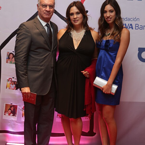 Héctor Astorga,Michelle Elizondo y Alexa Astorga