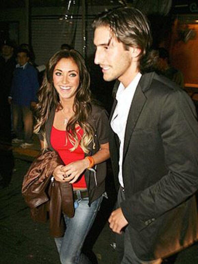 La actriz y cantante de 25 años aseguró que, aunque va muy bien con su novio Rodrigo Ruiz de Teresa, no hay planes próximos de boda y que se trata  de una completa difamación.