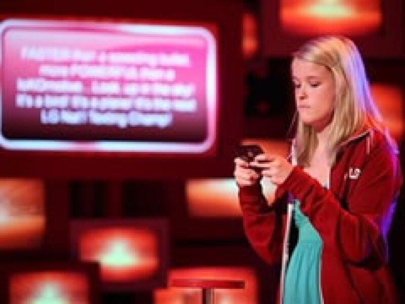 La adolescente de Iowa superó a 20 finalistas al enviar mensajes con los ojos cerrados o sorteando obstáculos. (Foto: AP)