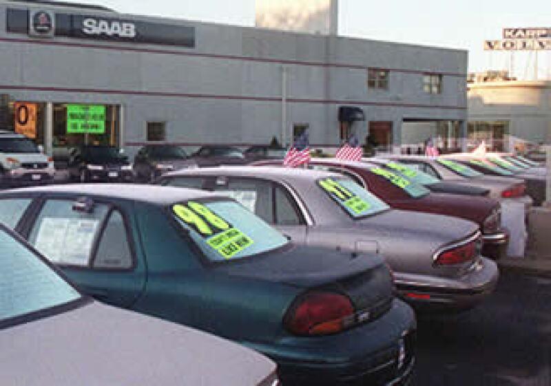 Para la Asociación Nacional de Comerciantes de Autos y Camiones Nuevos y Usados (AMDA) se debe de exentar de la tenencia, incluso, a los autos usados. (Foto: AP)