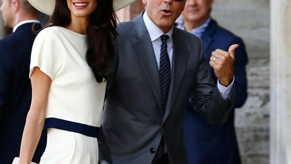 Luego de la ceremonia nupcial este fin de semana, la pareja de moda ha oficiliazado su unión casándose por lo civil este lunes en el Palazzo Ca&#39 Loredan de Venecia.