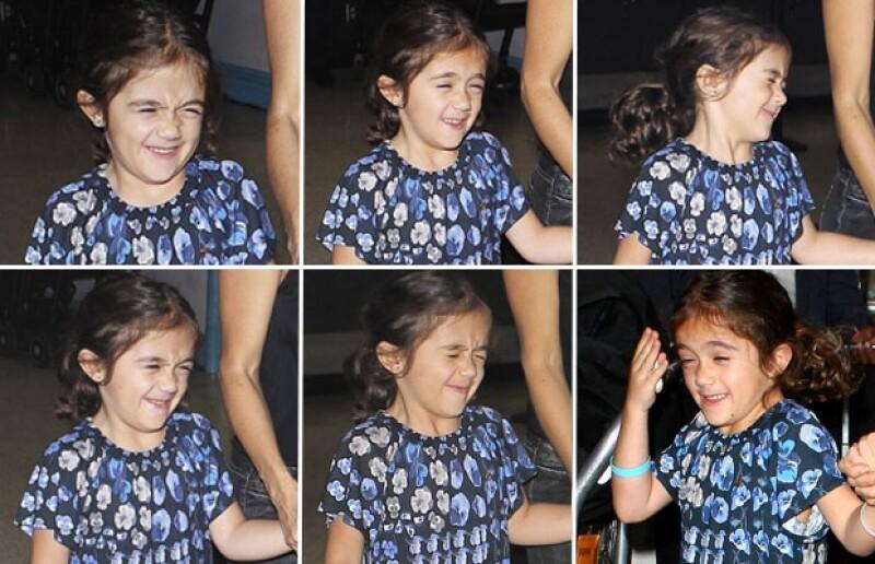 La hija de la actriz mexicana Salma Hayek demostró su desaprobación a los paparazzi que la captaron cuando llegaba a Los Ángeles acompañando a su famosa mamá.