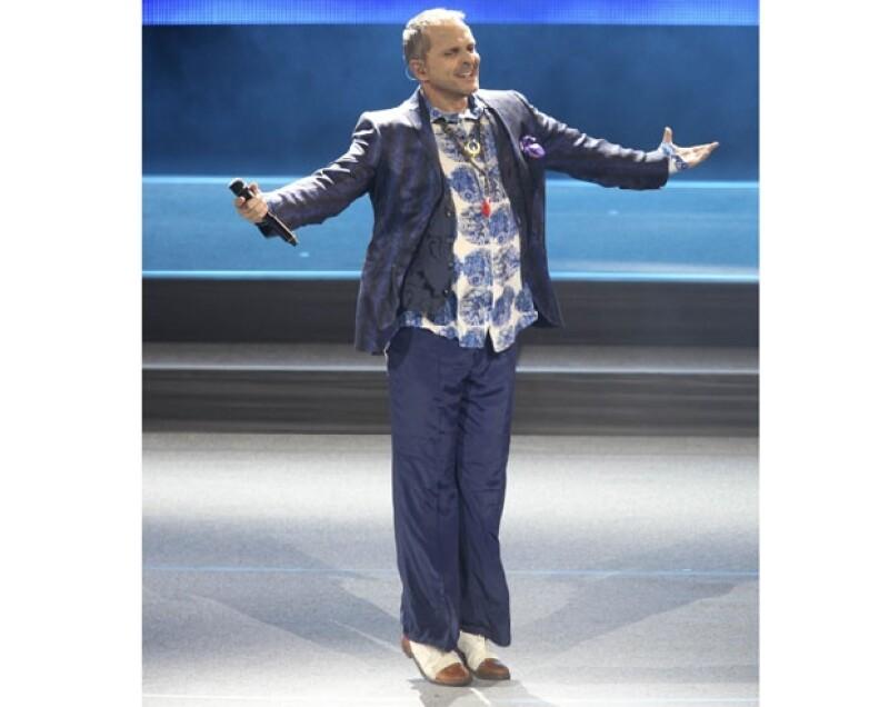 Ayer por la noche el cantante español se presentó en el Auditorio Nacional como parte de su gira `Papitwo´, en la que interpretó sus grandes éxitos.