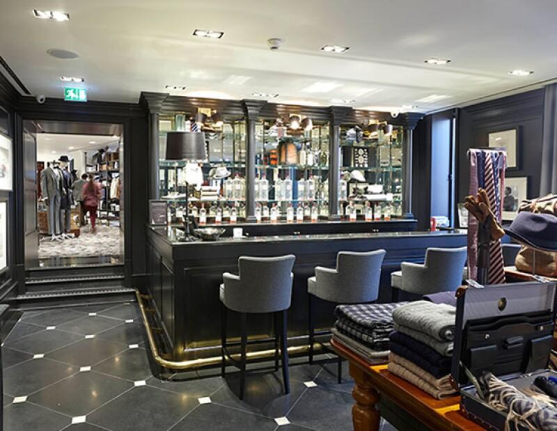 En la tienda de Regent Street de Hackett London podrás preparar un gin & tonic a tu gusto.