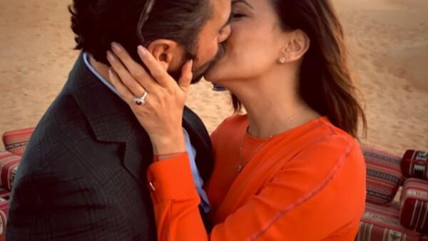 Antes de viajar a la India, Pepe Bastón le propuso matrimonio mientras se encontraban en Dubái.