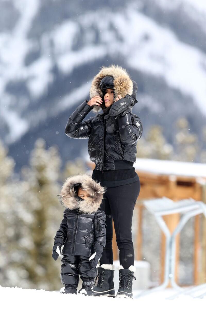 Tanto Kim como North se pararon en la nieve con mucha actitud, de tal madre tal hija.