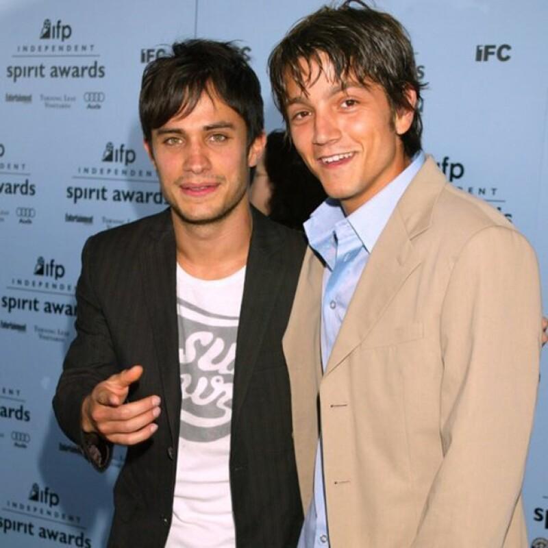 Gael García y Diego Luna son amigos desde que eran niños. Ahora son conocidos como `Los Charolastras´ debido a sus personajes en `Y tú mamá también´, cinta que aborda la amistad de dos hombres.