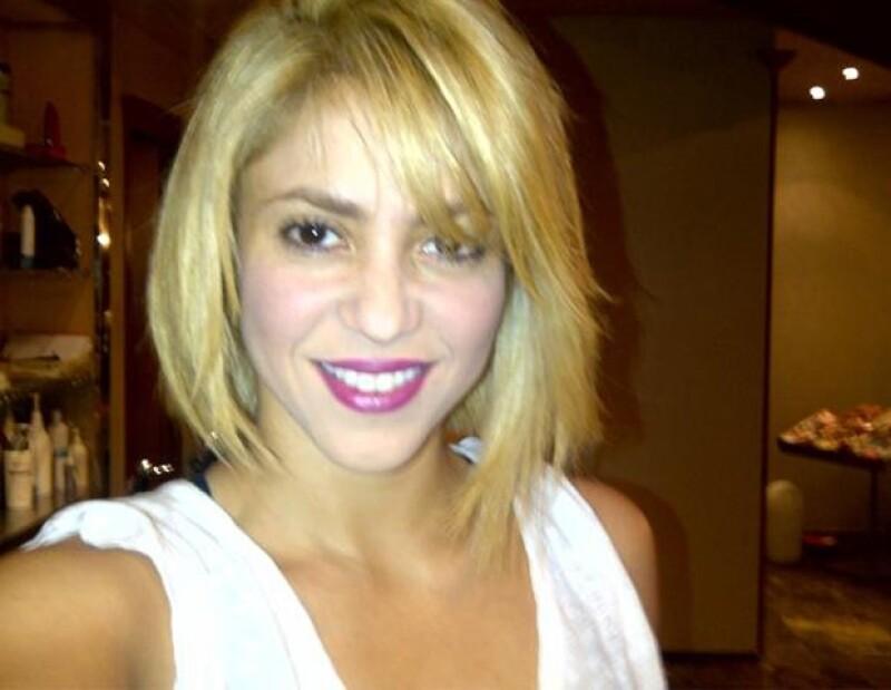 La intérprete colombiana luce más guapa que nunca con su cambio de look.