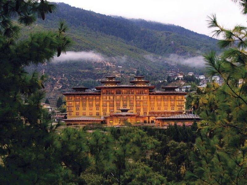 Esta es la vista del Taj Tashi en la capital de Bután.