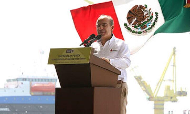 Felipe Calderón presumió que en su gobierno se lleva a cabo la mayor inversión que se haya hecho en Pemex. (Foto: Cortesía Presidencia)