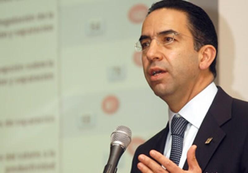 Javier Lozano, secretario del Trabajo, no ha revelado los nombres de los posibles inversionistas que inyectarían recursos en Mexicana. (Foto: Notimex)