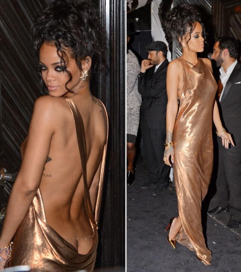 La cantante asistió al after party del Met Gala y como atuendo eligió un vestido que dejó ver el inicio de su derriere.