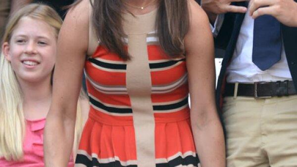 Para el onceavo día de Wimbledon este año Pippa apostó por un vestido corto en corte `A´ con motivos a rayas.