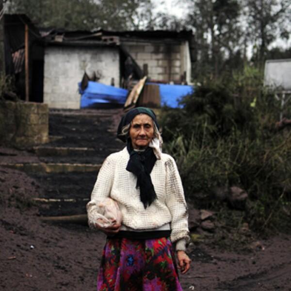 Casa rural llena de cenizas por volcan Pacaya