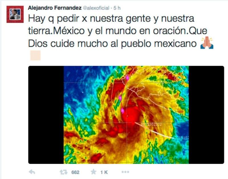 A horas de que el fenómeno considerado más catastrófico en la historia entrara a México, celebridades mostraron su preocupación y emitieron varios consejos para mantener extremas precauciones.