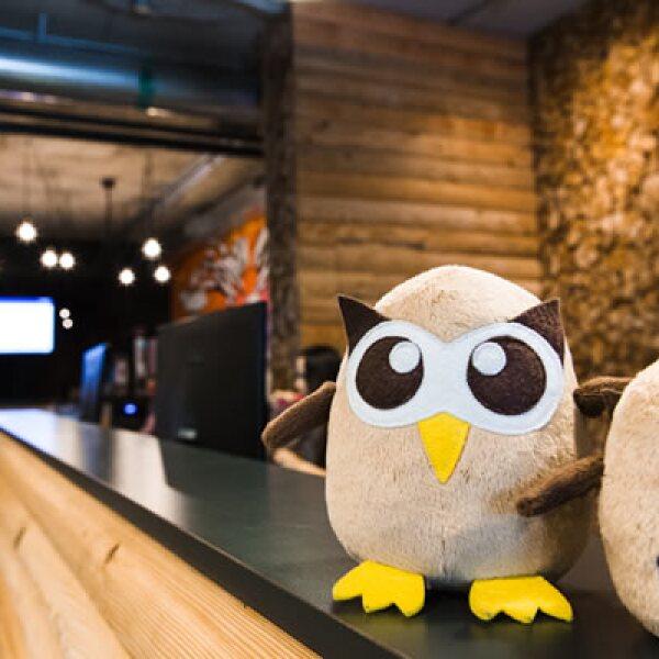 Hootsuite decidió utilizar un búho pues la plataforma recortar las URL utilizando el sistema Owly (En inglés búho se escribe Owl)