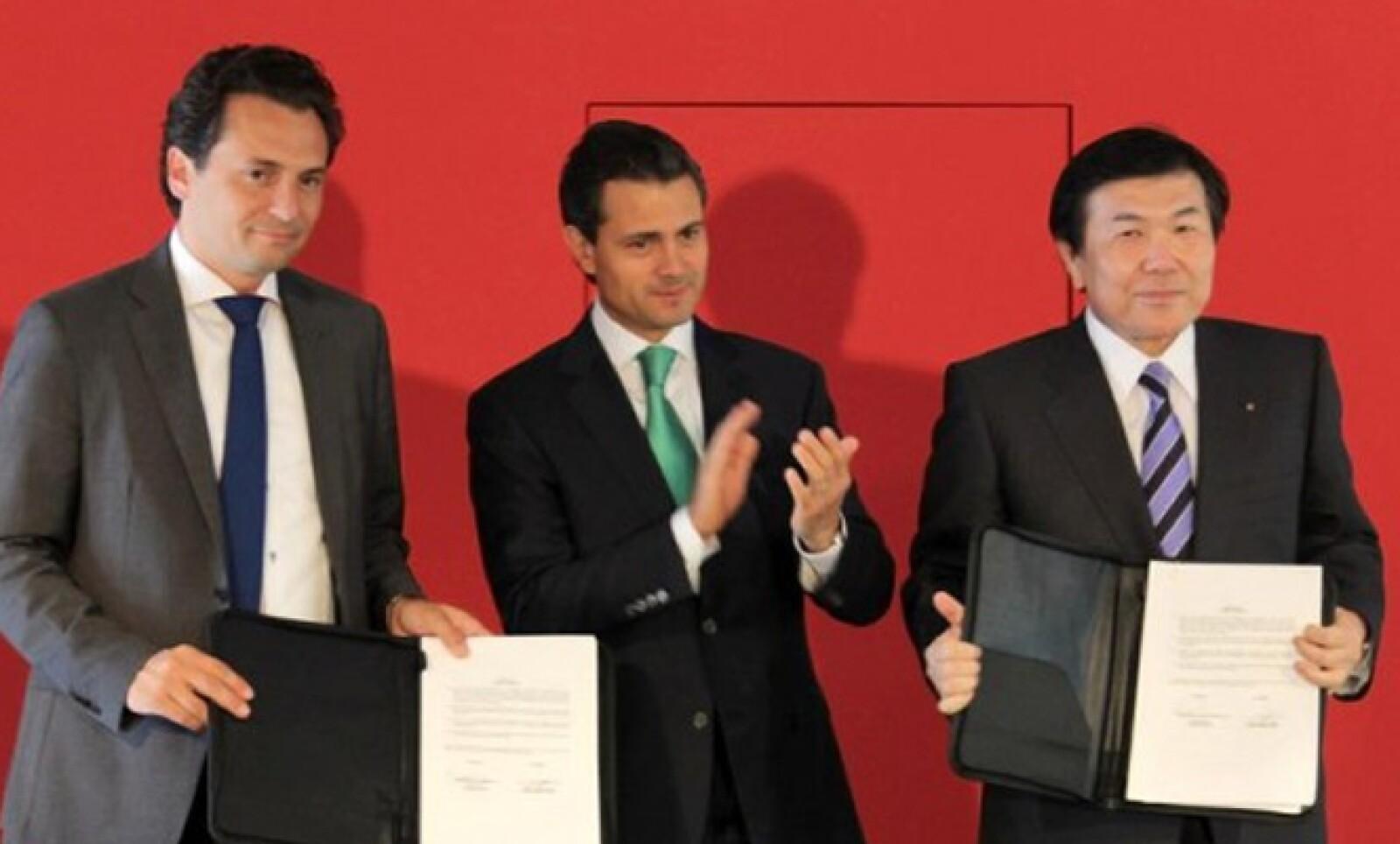 Unas de las actividades del exgobernador del Estado de México en este país asiático fue atestiguar la firma de un acuerdo de colaboración entre Pemex y la firma Mitsui.