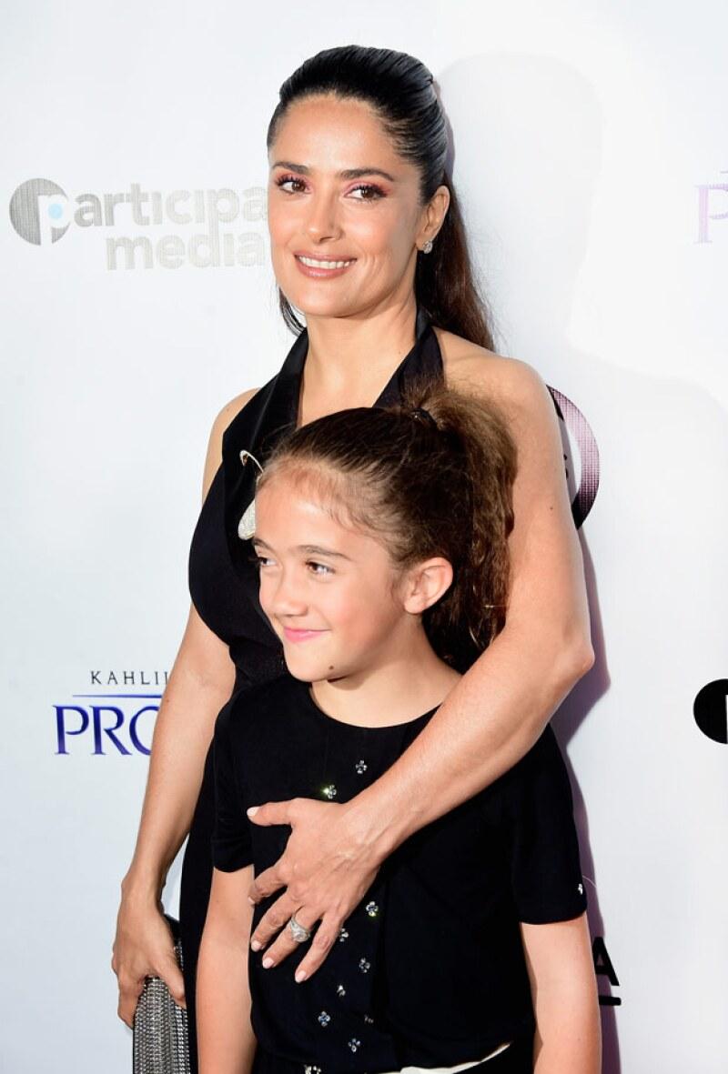 Valentina Paloma apenas tiene 8 años y ya comenzó a desarrollar su lado altruista pues se ha dejado crecer el pelo hasta la cintura para darles un regalo muy especial de Navidad a los niños enfermos.