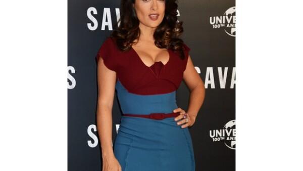 La actriz mexicana presumió su voluptuosa figura durante la presentación de `Savages´ en Londres, cautivando totalmente a su director.