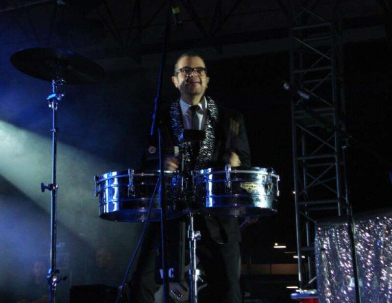 El cantante mexicano ofreció un gran concierto en un parque infantil, en donde reunió a cientos de seguidores.