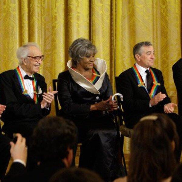 Los homenajeados Mel Brooks, Dave Brubeck, Grace Bumbry, Robert De Niro y Bruce Springsteen aplaudieron el discurso del presidente Obama.