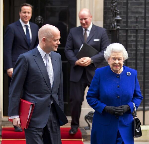 Sir Christopher Geidt y la reina Isabel II