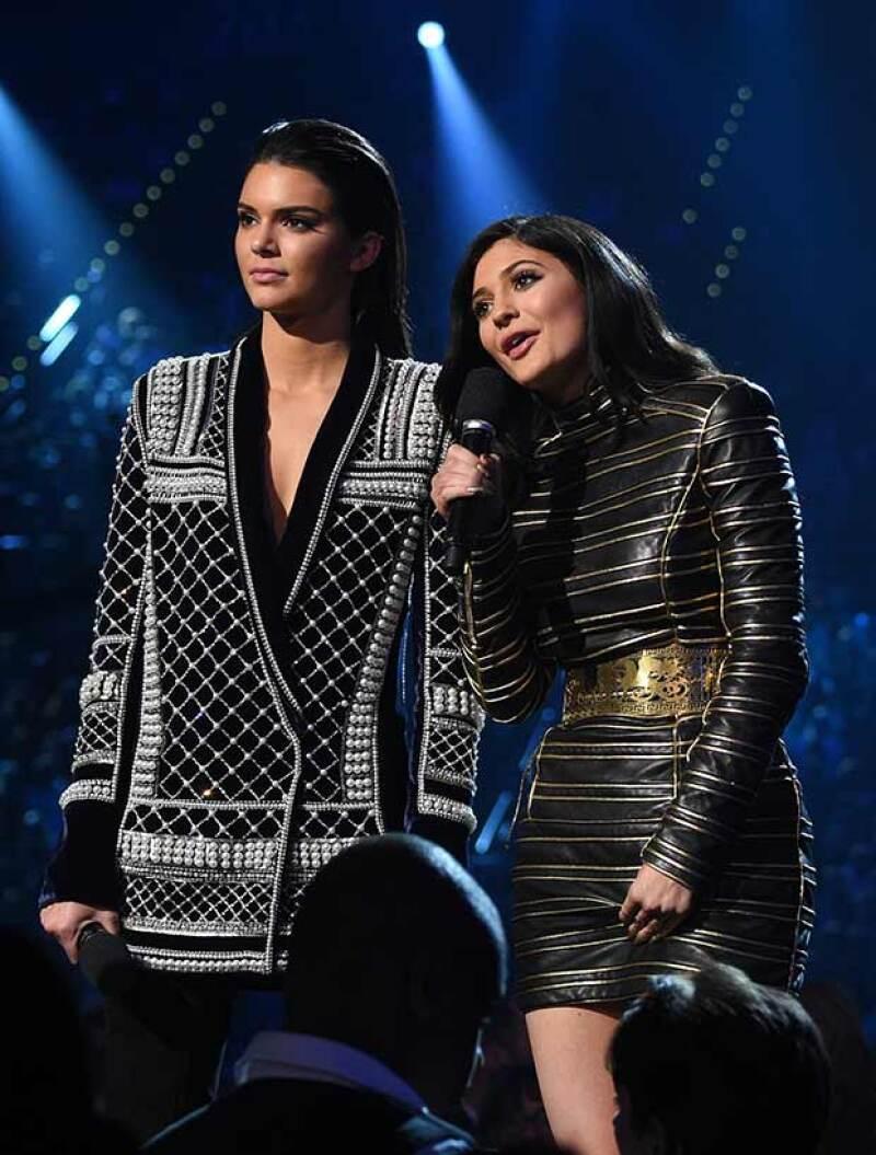 Las hermanas no fueron bien recibidas por el público asistente a la entrega de los premios cuando se disponían a presentar a su cuñado, Kanye West.