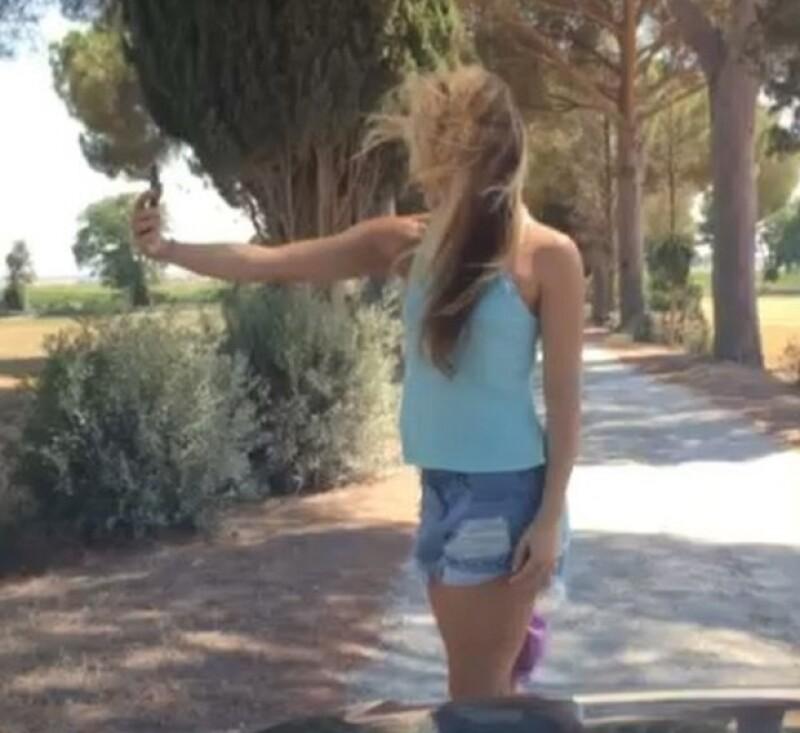 Mientras Shakira intentaba tomarse una selfie, Piqué la grababa con su celular.