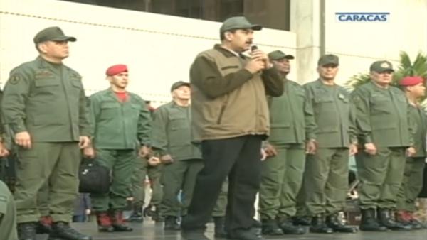 """Nicolás Maduro hace un llamado a los militares a combatir a """"cualquier golpista"""""""