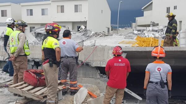 Colapsa construcción en Monterrey
