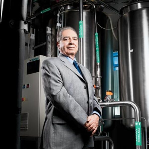 Guillermo García Aviña manufacturero del año 2010.