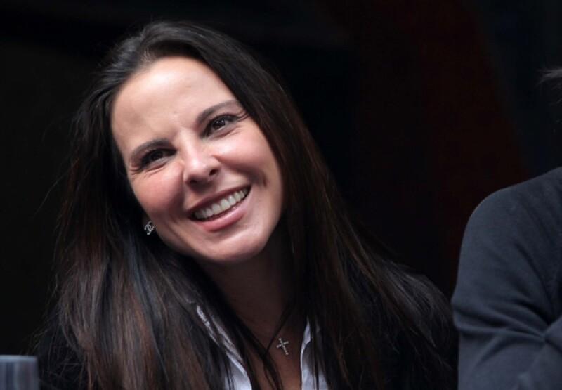 Kate del Castillo dijo sentirse orgullosa de Demian, pues considera ha trabajado mucho para conseguir el éxito.