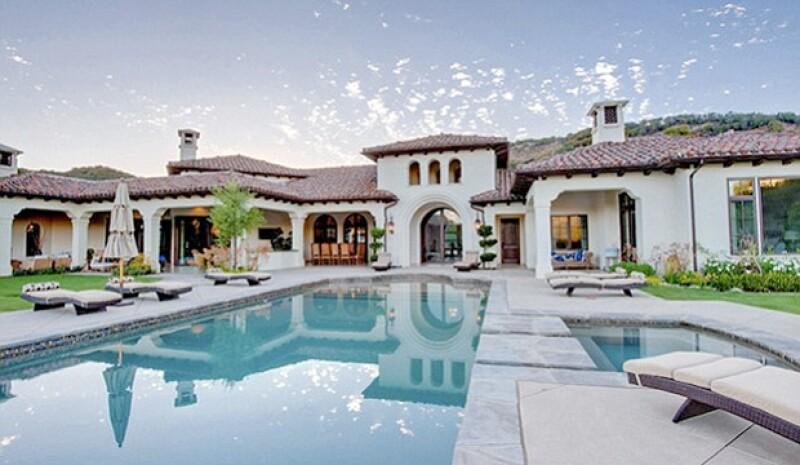 La mansión de Britney posee una alberca infinita.