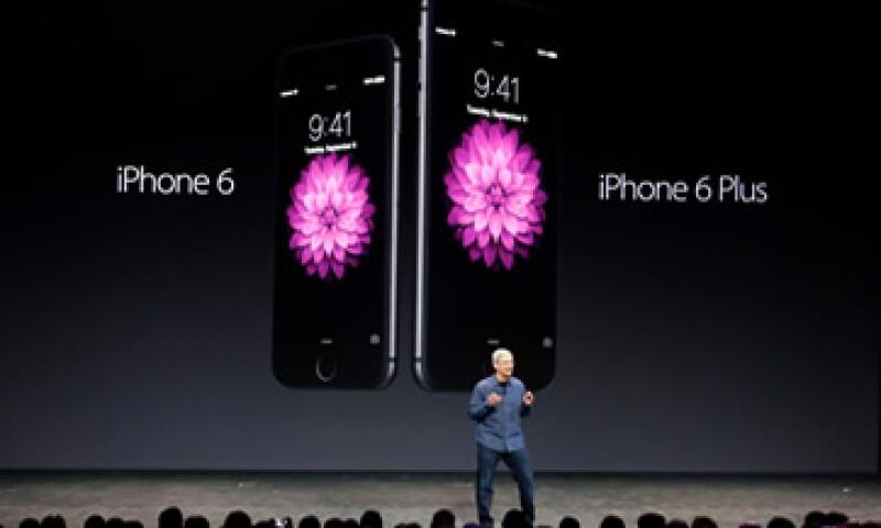 La cuota de mercado mundial de los iPhone, que supone más de la mitad de los ingresos de Apple, bajó al 11.7%. (Foto: Reuters)