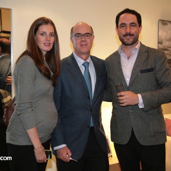 Mónica y Roberto Ruiz con Carlos Vargas